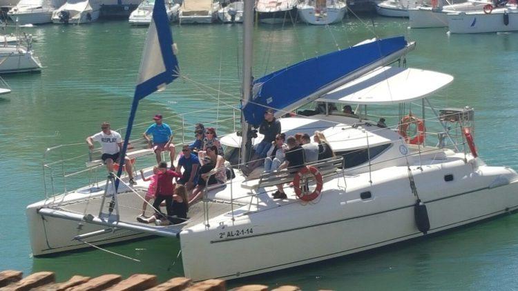 Barco en Puerto Benalmadena Catamaran