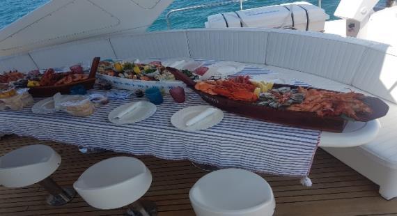 Alquiler de barco lujoso en Puerto José Banús Falcon 100