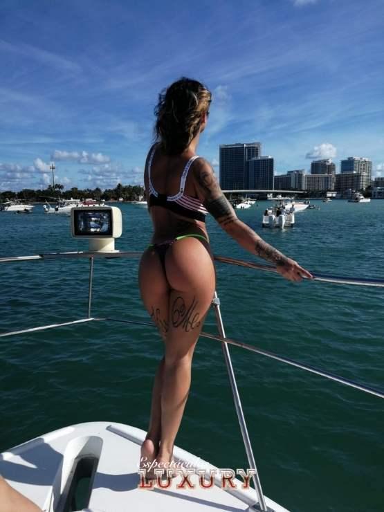 Contratar stripper en Ibiza para fiestas privadas en barcos